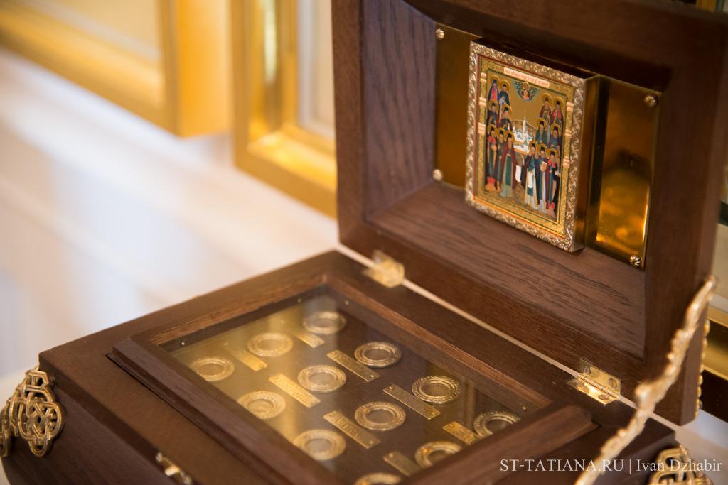 Ковчег с частичками мощей святых Оптинских старцев. Фото: 2 ноября 2014 года