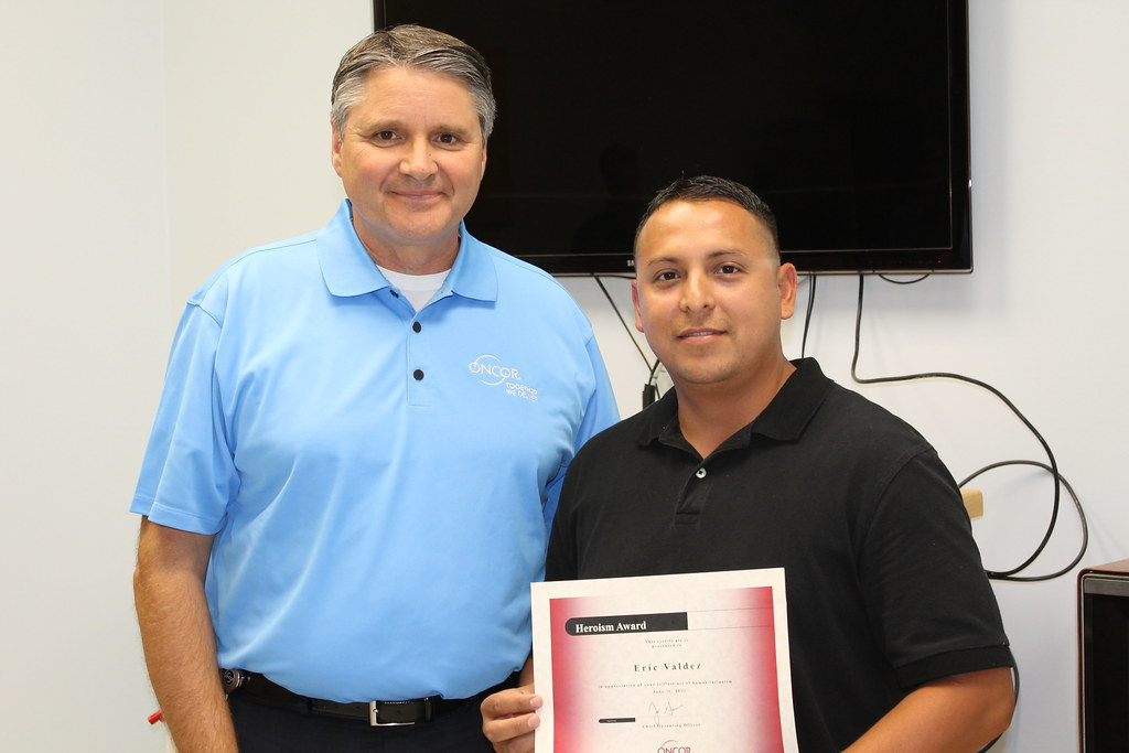Eric Valdez accepts Safety Heroism Award from COO Jim Greer