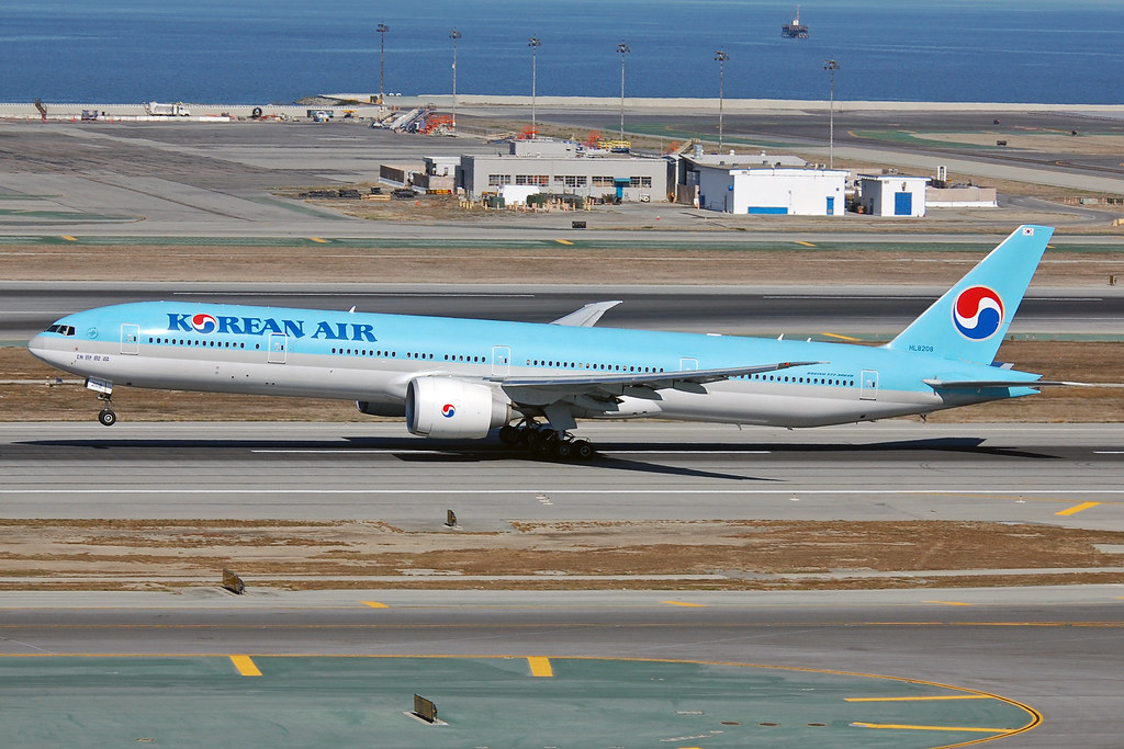 HL8208 - B77W - Korean Air