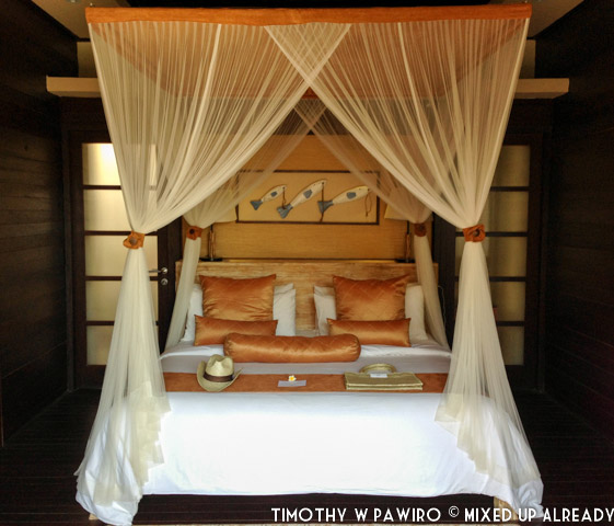 Indonesia - Bali - Nusa Lembongan Island - Lembongan Beach Club & Resort - My precious bed!