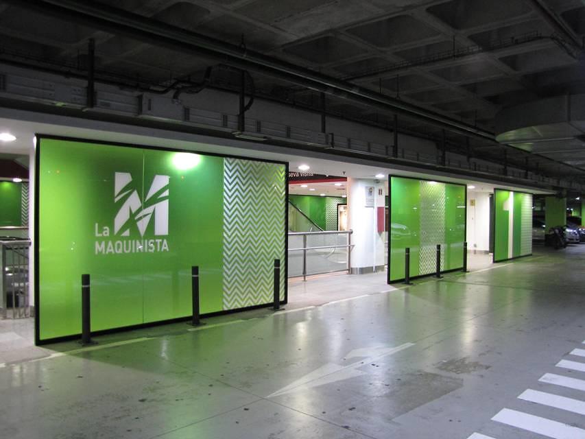 Brussels by night stands impresi n digital de gran formato for La maquinista parking