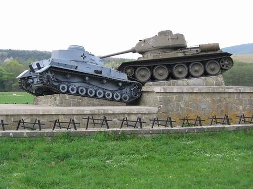Меморіал на Дукля́нському перевалі