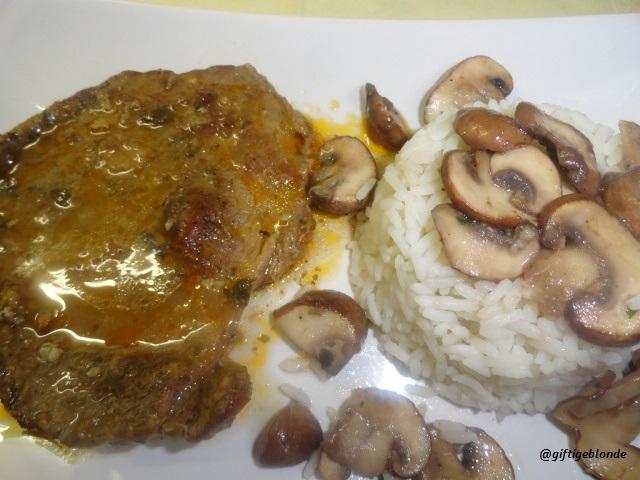 Mariniertes Rindsschnitzel mit  African Rub, Reis, Knoblauch-Champignon