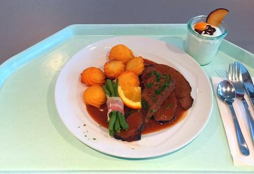Roast venison with bacon beans & duchess potatoes / Braten aus der Hirschkeule mit Speckbohnen & Herzoginkartoffeln