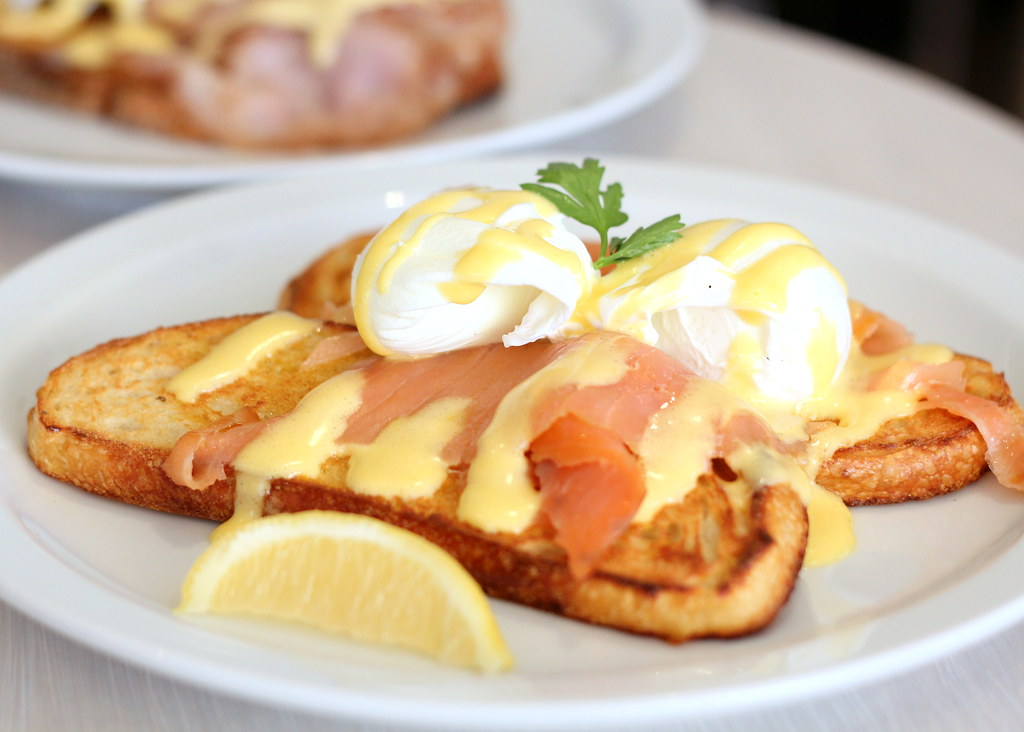 toast-cafe-eggs-norwegian