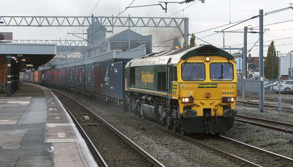 66533 with the 4M95 Southampton - Trafford Park...Nuneaton 22nd October 2014