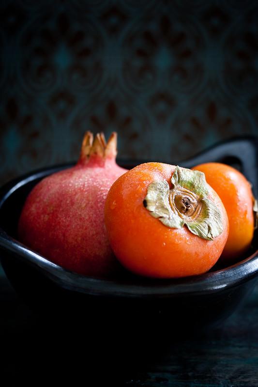 Sharonfrucht und Granatapfel