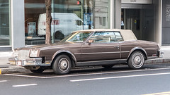 lincoln mark series(0.0), sports car(0.0), automobile(1.0), automotive exterior(1.0), executive car(1.0), vehicle(1.0), full-size car(1.0), lincoln continental mark v(1.0), antique car(1.0), sedan(1.0), land vehicle(1.0), luxury vehicle(1.0), convertible(1.0),