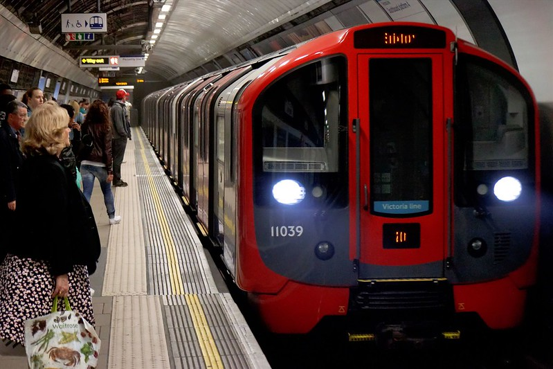 The New Amazing Driverless Tube Train Is Coming To London On 2020 (1)