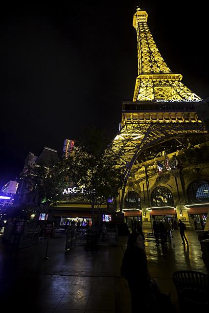 02468325-65-Walking the Las Vegas Strip at Night-17