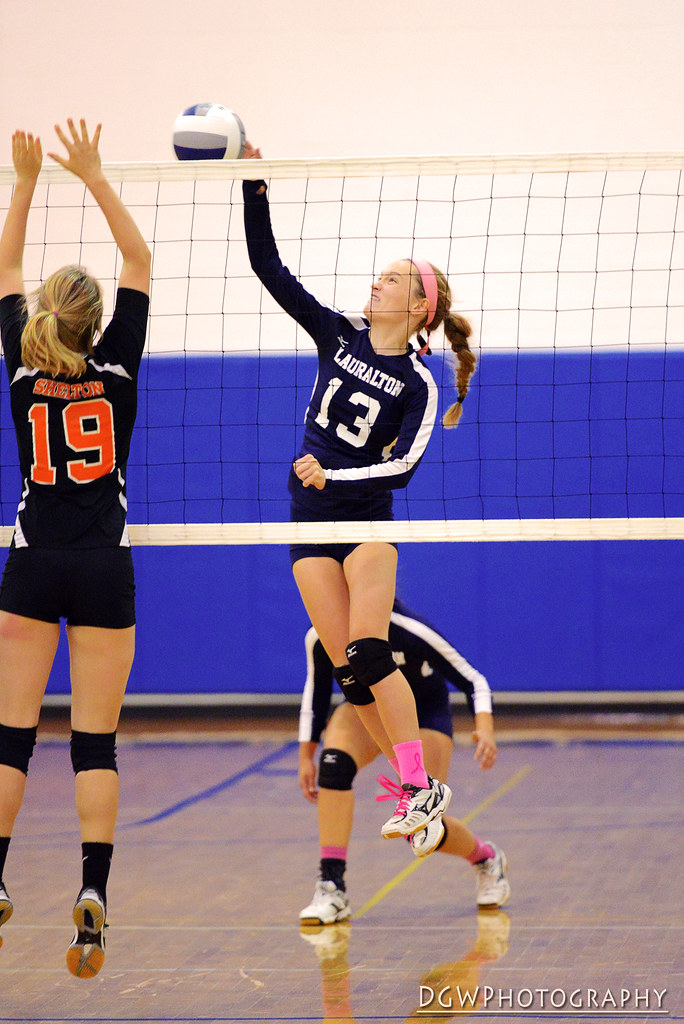Lauralton Hall vs. Shelton - High School Volleyball