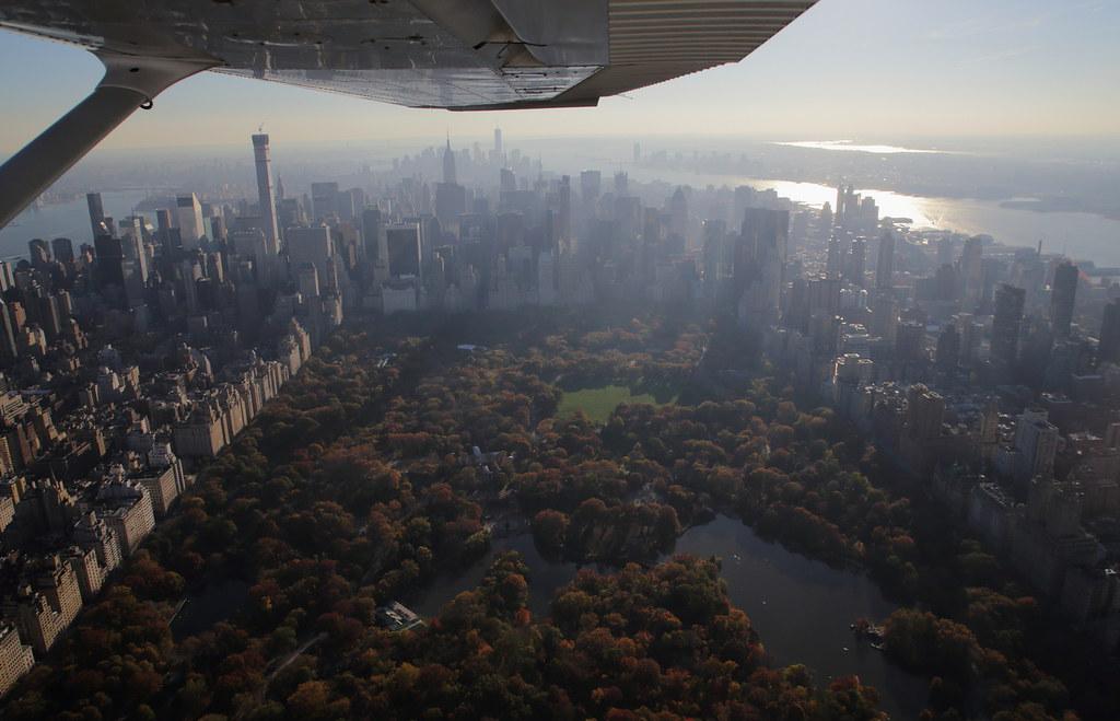 15592008030 a124435b3f b Полет над Нью Йорком.