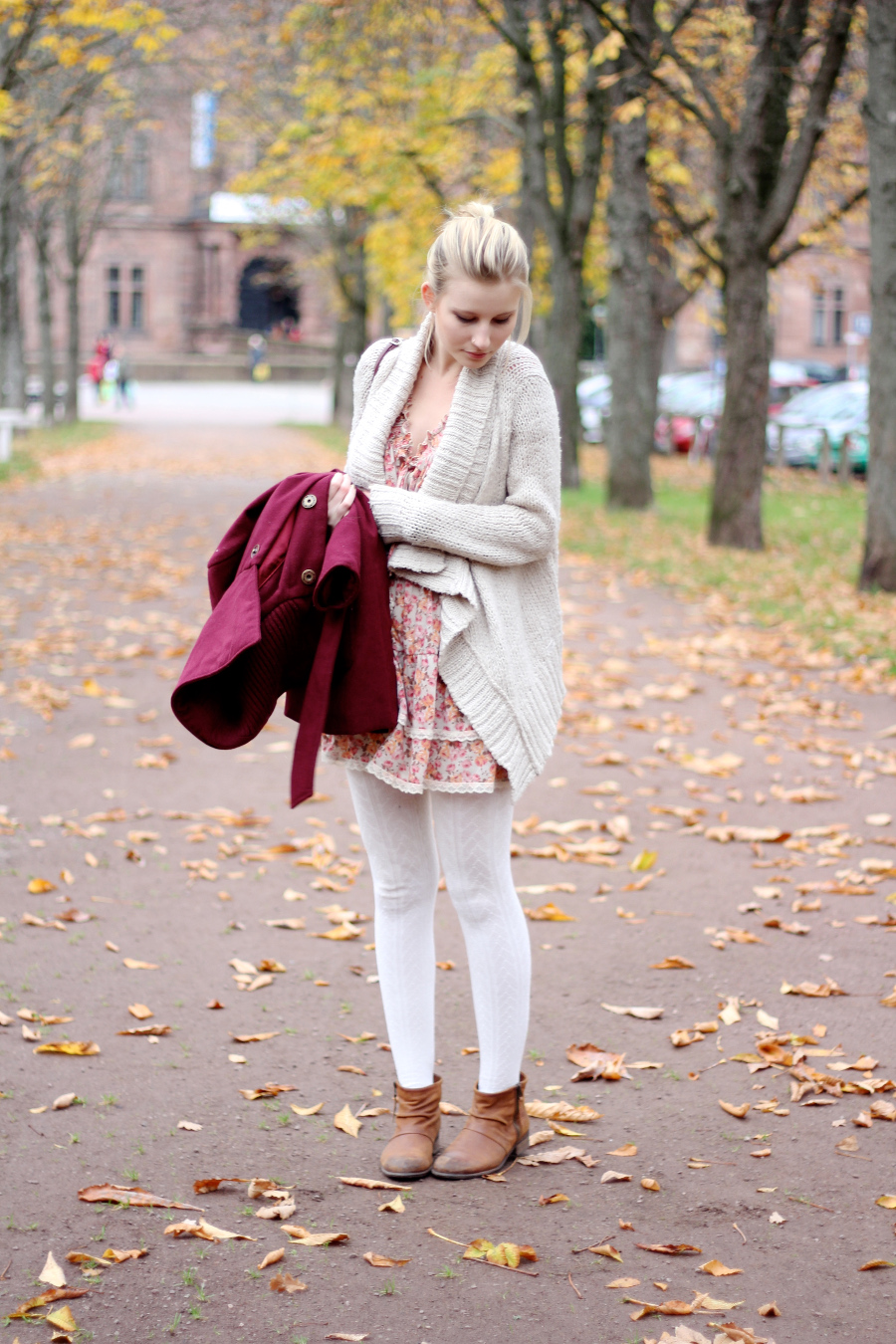 outfit-bright-white-thights-cardigan-wool-dress-flower-spring-autumn-red-coat-mantel