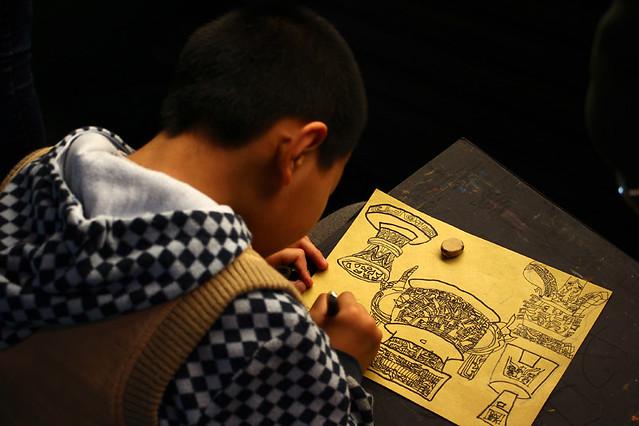 A kid practicing sketching in Shanghai Museum