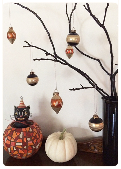 Jody's-Photo-Halloween-baubles-&-branches