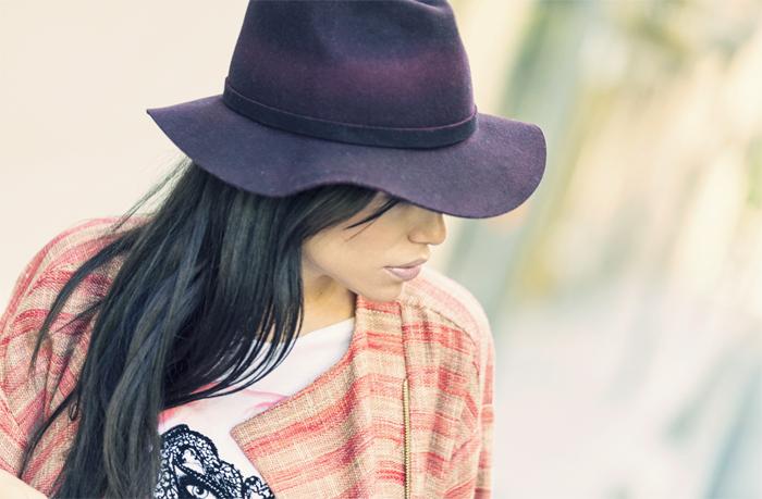 street style barbara crespo mask dear tee tshirt hake bag and coat sendra fashion blogger outfit blog de moda