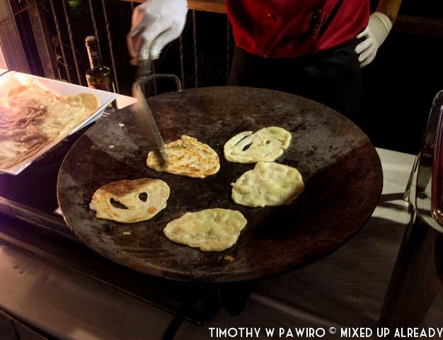 Indonesia - Bandung - Padma Hotel Bandung 5th Anniversary - Prata is being cooked