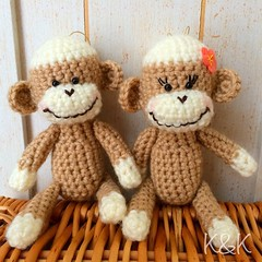 ...and these Sock Monkeys will be in #NY, too!✧⁺⸜(●˙▾˙●)⸝⁺✧   #amigurumi #sockmonkey #crochet #animals #RESOBOX #あみぐるみ #ソックモンキー #couple
