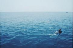 Diving close to Cambodja #tbt #throwbackthursday #wanderlust #kohmak #thailand #visitthailand #diver #diving #scubadiving #itsamazingoutthere #travelgram #emptyspaces #ocean #oceanlife
