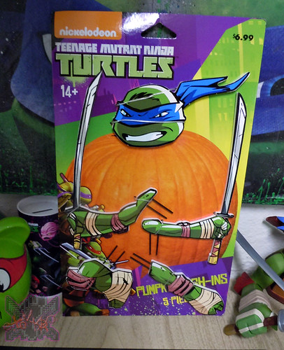 "PTI Group :: Nickelodeon  TEENAGE MUTANT NINJA TURTLES;  ""LEONARDO""  PUMPKIN PUSH-INS ii  (( 2014 ))"