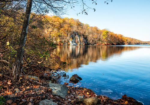 autumn lake newyork reflection fall water appalachiantrail hudsonvalley canopuslake putnamcounty philipstown fahnestockstatepark