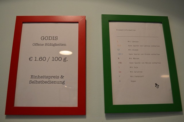 Herr Nilsson Godis Berlin_ Scandinavian candy store_ food allergy information sign in shop