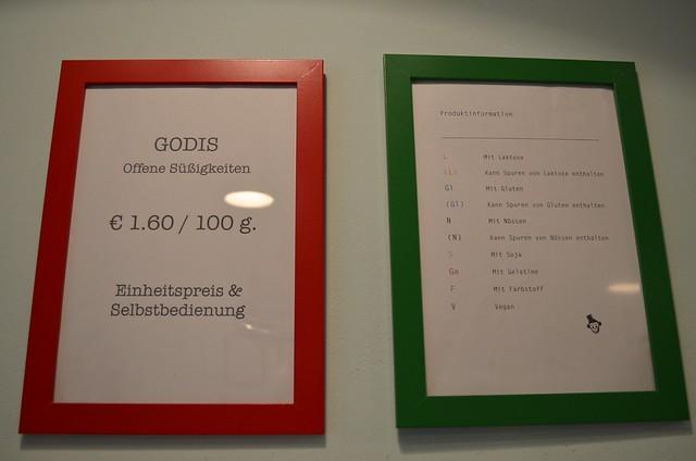 Herr Nilsson Godis Berlin_ Scandinavian candy store_ food allergy information sign in shop