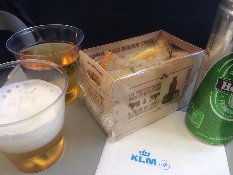 KL1642便 機内食(軽食)