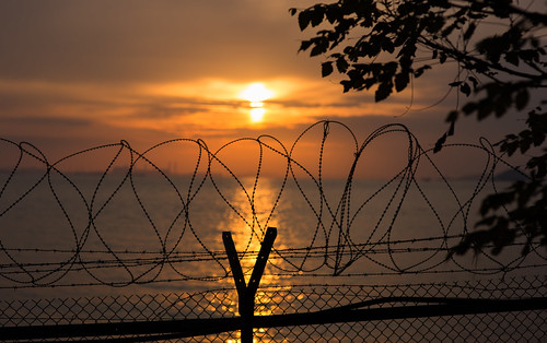 sunset military barbedwire southkorea northkorea secruity seawire