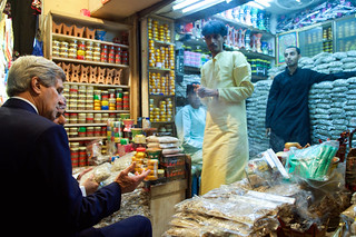 Secretary Kerry Examines Frankincense and Myrrh During Visit to Muttrah Souk in Oman