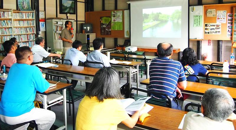大戇牯協會以流域學校概念,透過麟洛溪的調查和環教活動,讓沿岸社區居民體認河川污染的在地議題