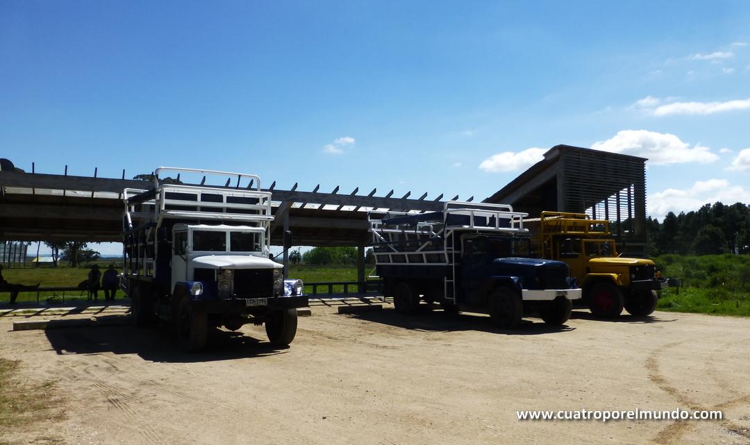 Parking de los camiones que te llevan a Cabo Polonio