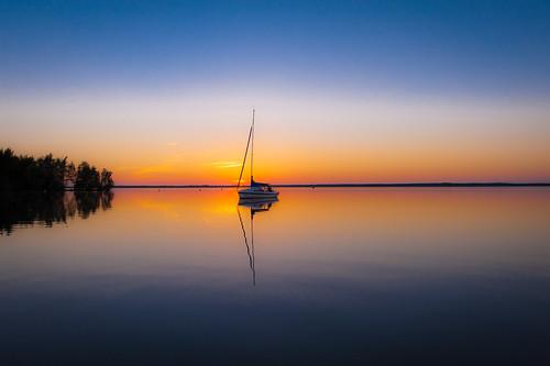 sunset summer sailboat germany deutschland mirror nikon sailing sonnenuntergang sommer bluesky segeln segelboot niedersachsen spiegelglatt steinhude steinhudermeer d700