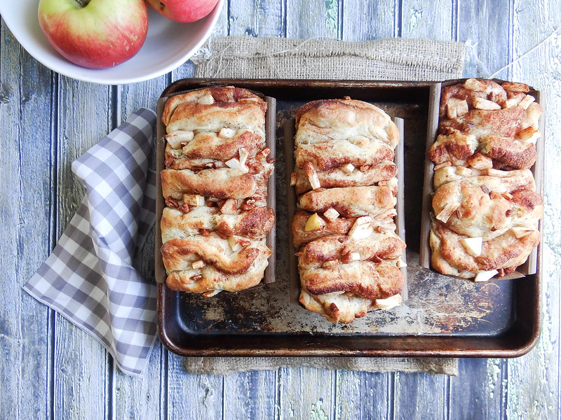 Apple Pecan Cinnamon Pull Apart Bread // SMBP