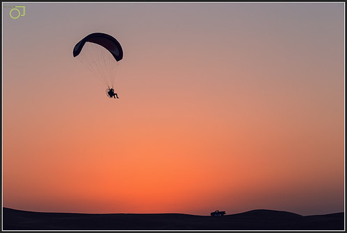 sunset silhouette canon evening flying dubai desert uae flight sanddunes 6d flyingmachine desertsafari canonef70200f4lis