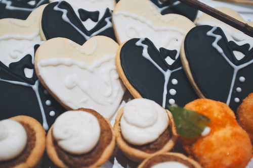 Bride and groom cookies.