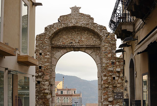 Porta Messina 的形象. italy sicily taormina harveybarrison hbarrison