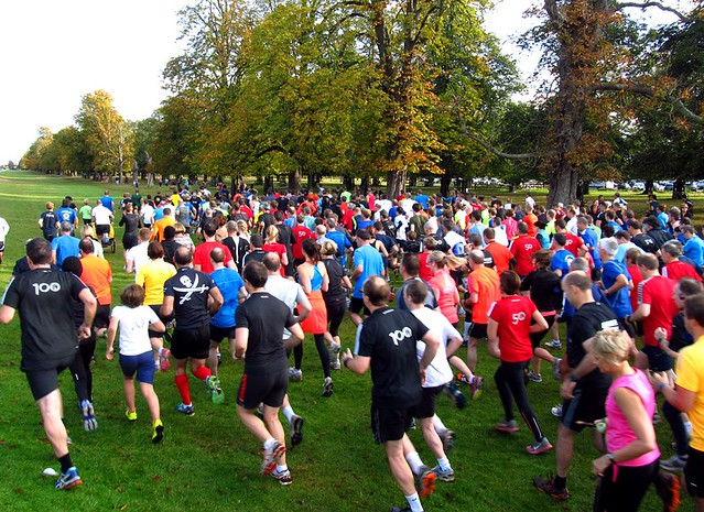 885 parkrunners set off on Bushy parkrun #539
