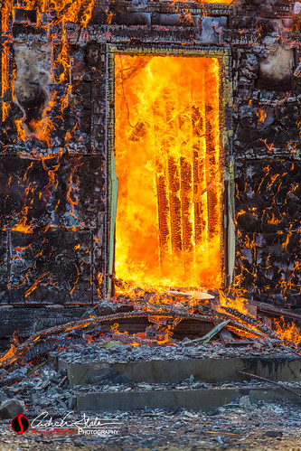 door orange wisconsin canon fire unitedstates events flame step burn stoop firefighters lannon lfd fireattack houseburn 5dmarkiii lannonwi