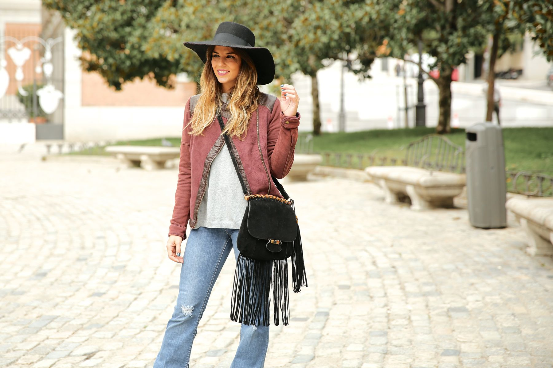trendy_taste-look-outfit-street_style-ootd-blog-blogger-fashion_spain-moda_españa-AD-adolfo_dominguez-amaia_salamanca-boho-hippie-sombrero-hat-biker-flecos-fringes-6