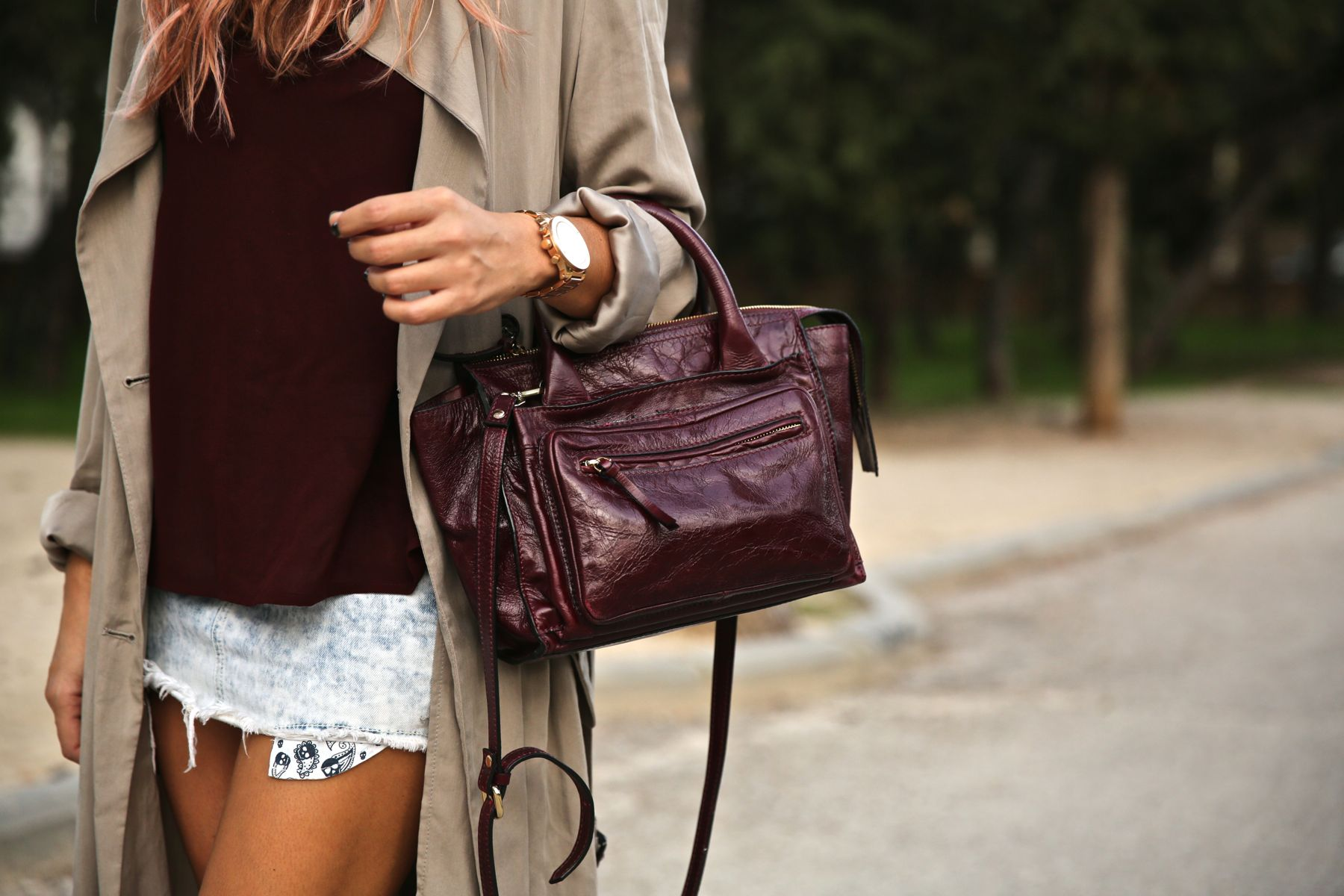 trendy_taste-look-outfit-street_style-ootd-blog-blogger-fashion_spain-moda_españa-boho-hippie-gabardina-botines_camperos-booties-gabardina-raincoat-burgundy_bag-zara-2