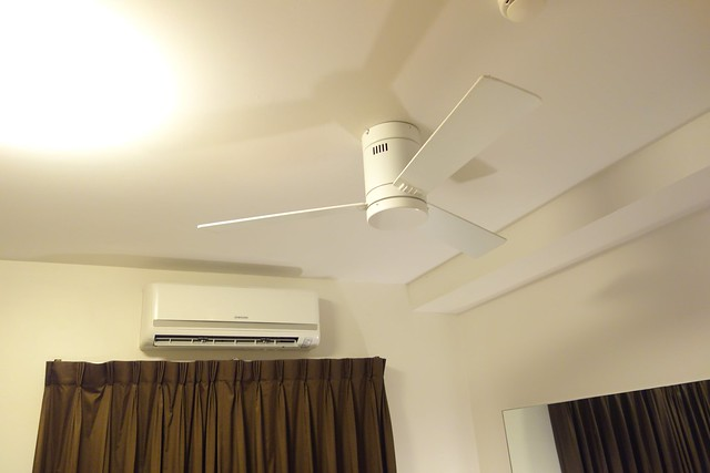 Aircon & Ceiling Fan, both in the same room!