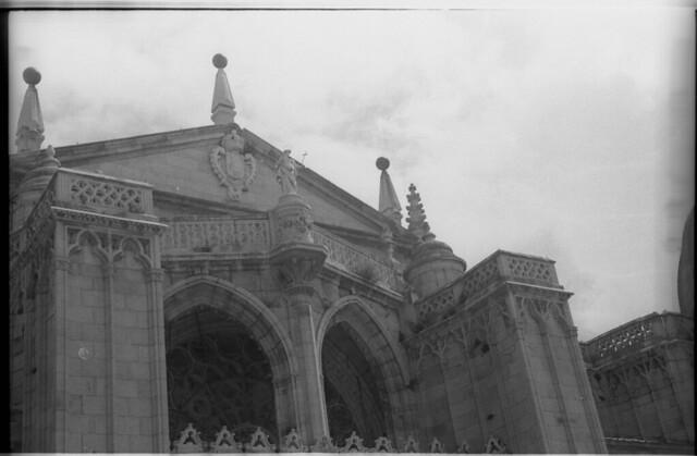 Fachada de la Catedral en Toledo a mediados del siglo XX. Fotografía de Roberto Kallmeyer © Filmoteca de Castilla y León. Fondo Arqueología de Imágenes