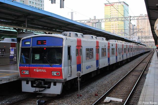 Korail Commutertrain in Seoul (South-Korea), 13-10-2014 (2)