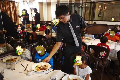 高雄新國際西餐廳 小朋友的西餐禮儀教學活動 (7)