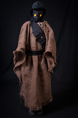 Violet as a Jawa (without her hood?)