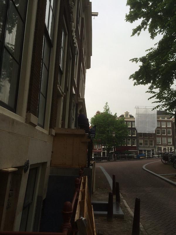 アムステルダム 上がせり出した建物