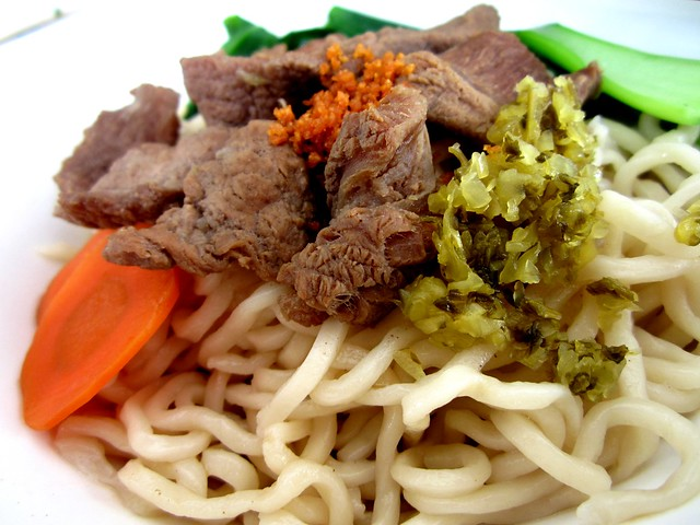 Yummy Kafe beef noodles, dry 2