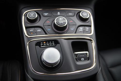 Chrysler 200-4.jpg