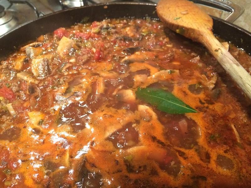 Spaghetti Bolognese : Add the bay leaf